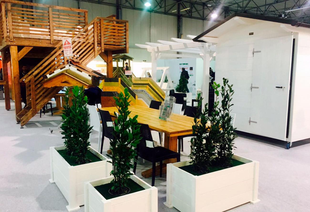Arredo urbano in legno trovatek for Produzione arredo urbano